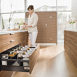 Zestaw elementów do wykonania szuflady Tandembox ANTARO z hamulcem bok M plus 1 reling kwadratowy wysokość 199mm (zabudowa 228mm) kolor BRUNATNOCZARNY...