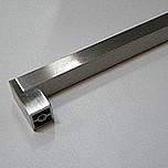 Reling w stylu klasycznym, do zastosowania w kuchni, pokrycie galwaniczne - nikiel szczotkowany Rozstaw otworów 256mm.  Uchwyt występuje również w...
