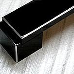 Nowoczesny uchwyt aluminiowy US48 z kolekcji Ritto idealnie nadający się biura, garderoby, pokoju, łazienki czy kuchni. Kolor pokrycia - czarny połysk....