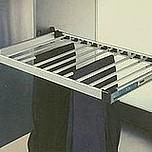 Wieszak na spodnie 564x460x82 mm  Wersja: rama wysuwana na prowadnicy kulkowej Montaż: do przykręcenia do bocznej ściany szafy Materiał: rama -...