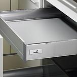 Sprzedawany zestaw zawiera: 1. Szuflada/szuflada wewnętrzna InnoTech 2. Front Advanced 3. Łącznik kątowy do frontu aluminiowego Advanced 4. Stabilizator...