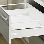 Sprzedawany zestaw zawiera:1. InnoTech Szuflada z relingiem, kpl., 470 / 144, kolor biały2. Quadro V6+ Silent System 470, EB 10.5 mm---------------------1....