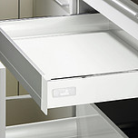 Sprzedawany zestaw zawiera:1. InnoTech Szuflada, kpl., 470 / 70, kolor biały2. Front Advanced3. Łącznik kątowy do frontu aluminiowego Advanced4....