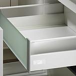 Sprzedawany zestaw zawiera:1. InnoTech Szuflada z relingiem, kpl., 470 / 144, kolor biały2. Łącznik kątowy do frontu szklanego3. InnoTech Front szklany 144...