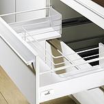 Sprzedawany zestaw zawiera:1. InnoTech Szuflada z DesignSide, kpl., 470 / 144, kolor biały2. Element mocujący front do relingu wzdłużnego z kołkiem...