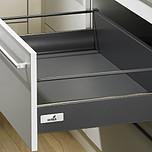 Sprzedawany zestaw zawiera:1. InnoTech szuflada z wysokim frontem2. Quadro V6 Push to open 470 mm, EB 10.5 mm---------------------1. InnoTech szuflada z...