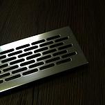 Kratka wentylacyjna aluminiowa 80 - Kolor aluminium CHROM C-0   Wymiary kratki: Długość - 1,65cm Wysokość - 8,2cm Szerokość - 48 cm...
